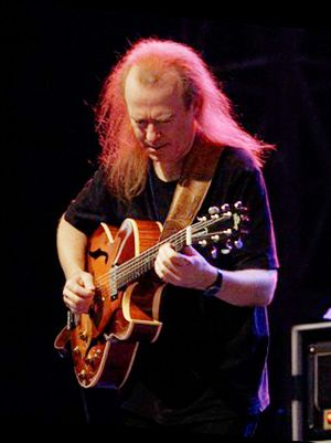 Heritage Guitars - David Becker playing Heritage H-575