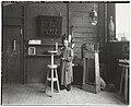 De beeldhouwer Joseph Mendes da Costa in zijn atelier, gefotografeerd door Sigmund Löw in 1903.jpg