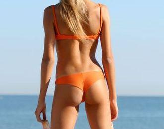 Thong (clothing) - Image: Delicious bikini girl silvia (cropped)