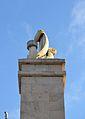 Detall del monument de l'entrada del port de València.JPG