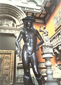 Bronzová replika Donatellovho Dávida v múzeu v Londýne.
