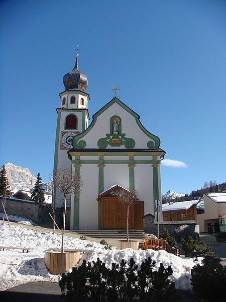 File:Dorfkirche in St. Cassian.JPG