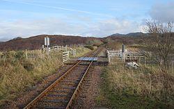 Duirinish Station Level Crossing (14982261149).jpg