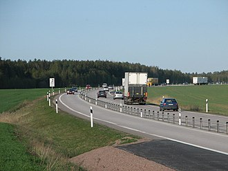 2+1 road - Image: E20 2plus 1 west of Skara