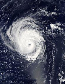 Un'immagine satellitare visibile che raffigura un uragano organizzato e in aumento sull'Atlantico centrale il 15 settembre.