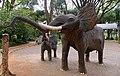 Elefantes africanos - panoramio.jpg