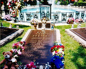 Elvis burial site at Graceland, Memphis, Tennessee