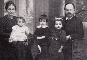 Emil Fuchs (theologian) - Fuchs in 1912 with his wife and three oldest children; Klaus is on his mother's lap.