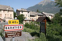 Entrée principale du village.jpg