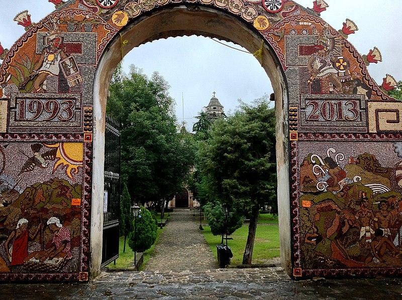 File:Entrada a Templo y Antiguo Convento de la Natividad, Tepoztlan.JPG