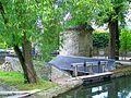 Ermenonville (60), lavoir, pont de la Lanterne et tour, vu depuis le parc.jpg
