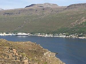 Eskifjörður - Eskifjörður with cruise ship Prinsendam at its wharf, 2017