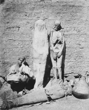 Mummia - Egyptian mummy seller (1875, Félix Bonfils)
