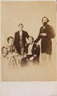 Família Real Portuguesa - F.A. Gomes, 1862.png