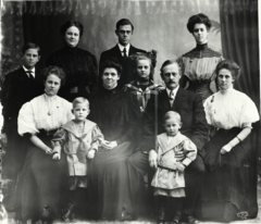 Family photo (CE Johnson) 1909.png