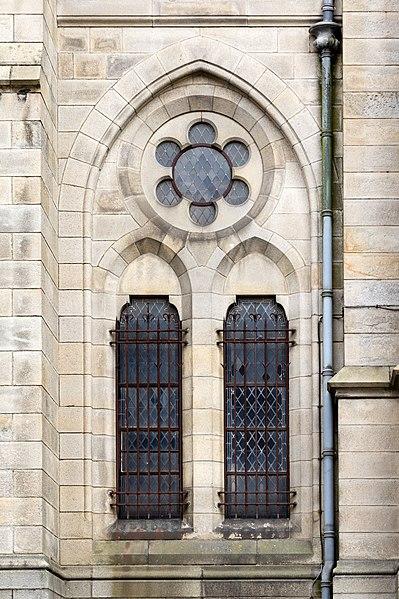 File fen tre dans le mur ouest de l 39 glise saint aubin en for Buer dans les fenetre