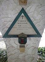 Feuerhalle Simmering - Arkadenhof (Abteilung ARI) - Familie Killian 01.jpg