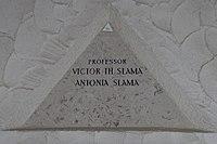 Feuerhalle Simmering - Arkadenhof (Abteilung ARI) - Victor Theodor Slama 03.jpg