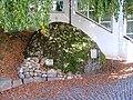Findling im Kirchhof - panoramio.jpg