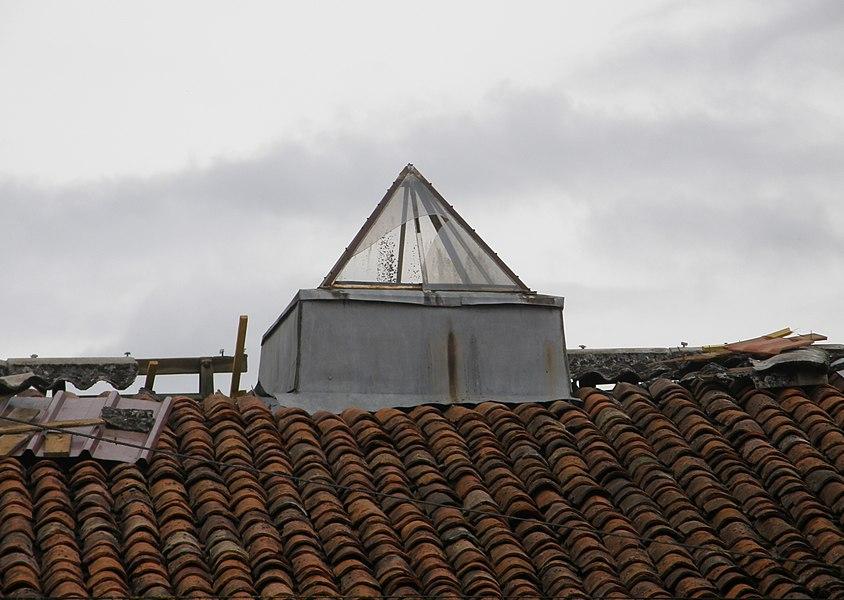 Flamande sur un toit en tuiles romaines dans le Nord de la Meuse