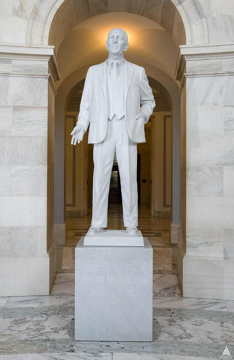 https://upload.wikimedia.org/wikipedia/commons/thumb/9/94/Flickr_-_USCapitol_-_Richard_B._Russell_Statue.jpg/800px-Flickr_-_USCapitol_-_Richard_B._Russell_Statue.jpg