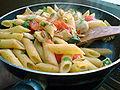 Flickr - cyclonebill - Penne med tomat, artiskok, basilikum og pinjekerner.jpg