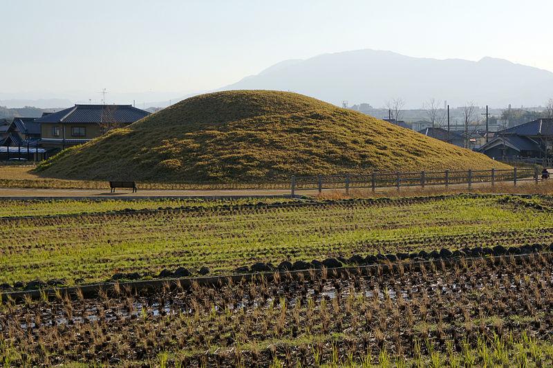 File:Fujinoki-kofun Ikaruga Nara Pref01bs5s3840.jpg