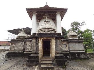 Gadaladeniya Vihara - Image: Gadaladeniya Viharaya 02