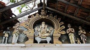 Naguleswaram temple - Image: Ganesh And Statues