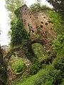 Giardino di Ninfa, rudere.jpg