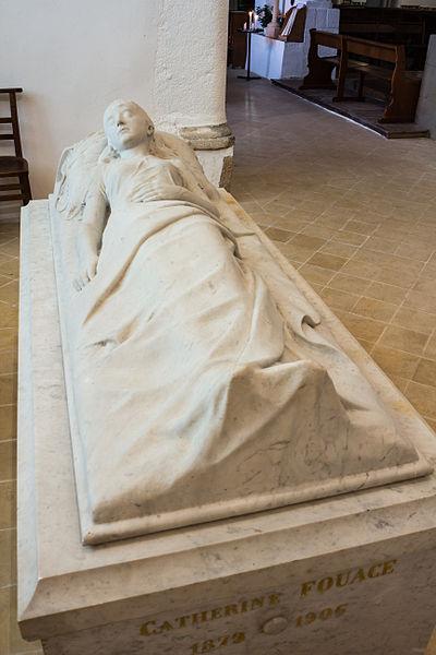 Français:  Gisant de Béatrix Fouace dans l'église Saint-Martin de Réville (France), réalisé par son père Guillaume Fouace.