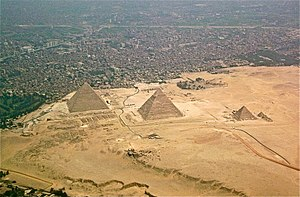 300px-Giza-pyramids