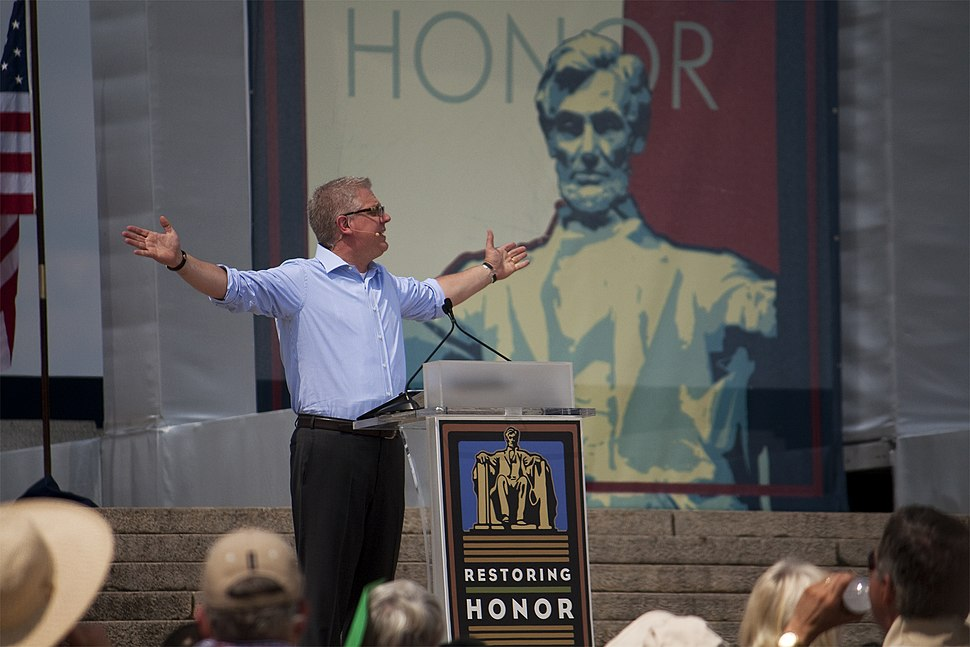 Glenn Beck Restoring Honor Hands Out
