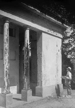 Glover Mausoleum - Image: Glover Mausoleum Marengo Alabama 3