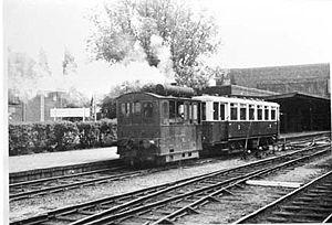 Naarden-Bussum railway station - A tram in 1940 at Naarden-Bussum