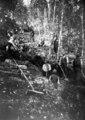 Graben eines Schützengrabens im Wald - CH-BAR - 3240105.tif