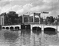 Grachtentocht door Amsterdam bij magere brug, Bestanddeelnr 904-1916.jpg