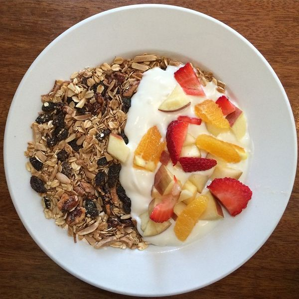 File:Granola, yogurt, fruit. (16696981528).jpg