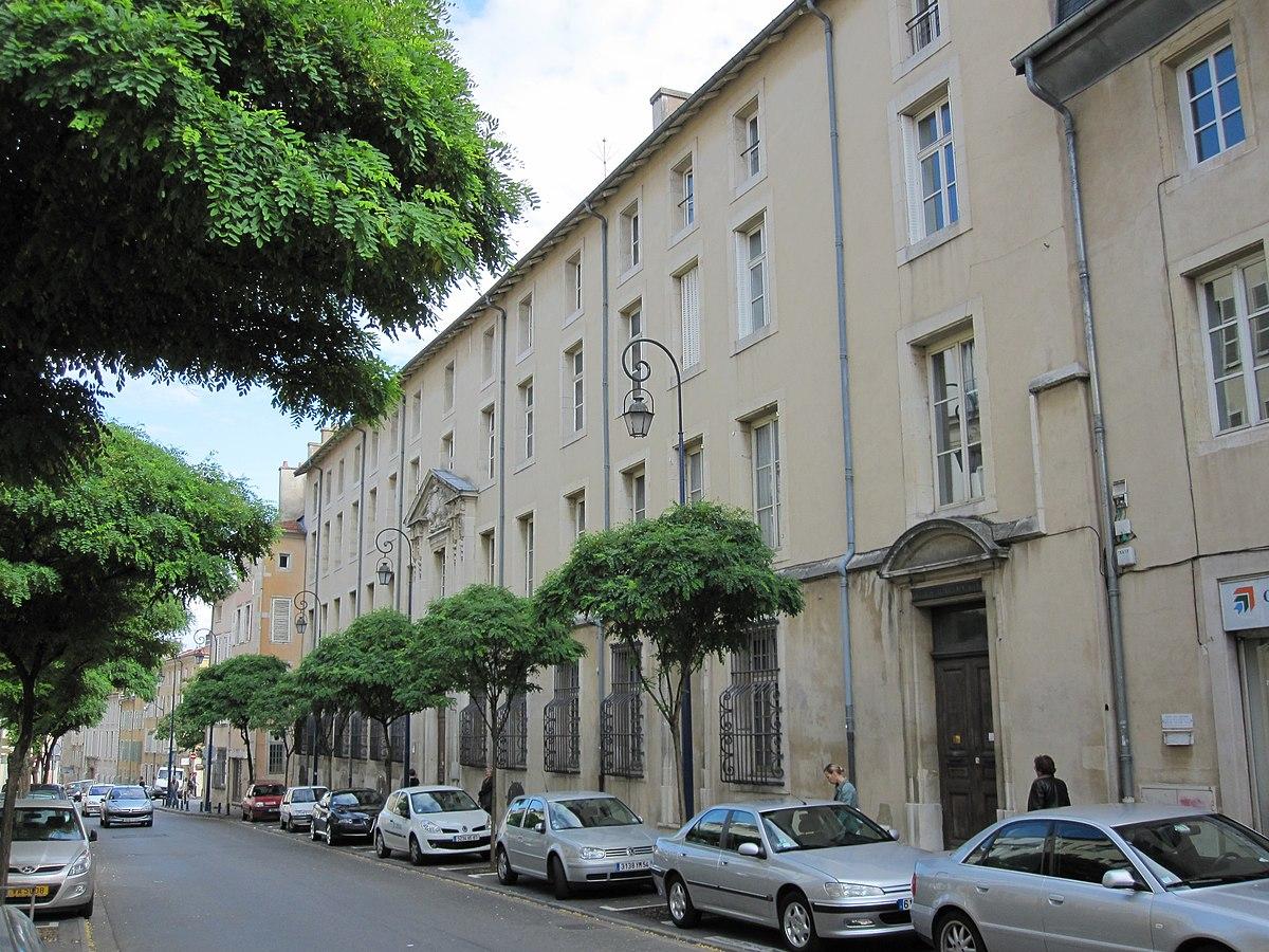 Situation De La Rue De Serralves Et Centre Ville Porto