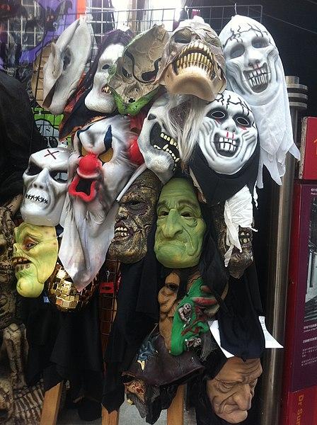 File:HK Central 擺花街 Lyndhurst Terrace 萬聖節 Halloween 面具 masks display on sale Oct-2011.jpg