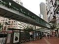 HK Tsuen Wan 大河道 Tai Ho Road footbridge 03 荃灣行人天橋網絡 n bus stop May-2013.JPG