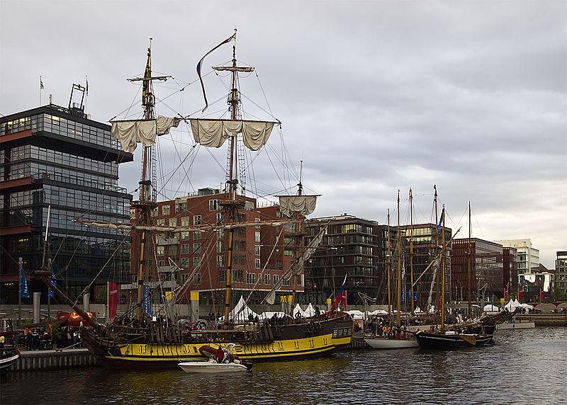 File:HafenCity Traditionsschiffhafen Sandtorkai Hamburg 3943 v3.jpg