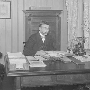 Harald Pettersen - Image: Harald Pettersen på kontoret til selskapet Gunerius Pettersen