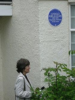 Photo of Harold Abrahams blue plaque