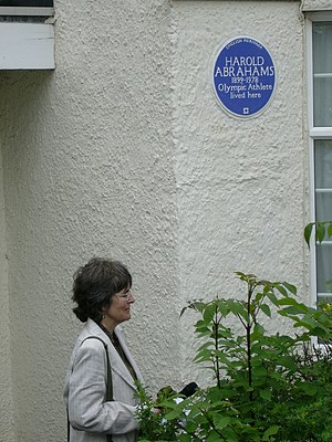 Harold Abrahams - Abrahams' daughter Sue Pottle unveiling the English Heritage Blue plaque commemorating Abrahams in Golders Green