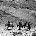 Hazarowie na drodze w górach Farand - okolice Tala-o-Barfak - 001417n.jpg