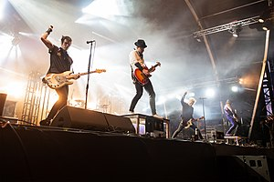 Sum 41 at Hellfest 2019. from left to right: Bassist Jason McCaslin, drummer Frank Zummo, guitarist Tom Thacker, singer Deryck Whibley, and guitarist Dave Baksh.