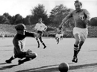 Bengt Nyholm - Bengt Nyholm and Malmö FF's Henry Thillberg during a 1955 game