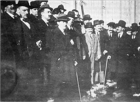 I Asemblea Nacionalista, Lugo 17-18 de novembro de 1918, aparecen, entre outros, Antón Losada Diéguez, Antón Villar Ponte, Vicente Risco e Manuel Banet Fontenla