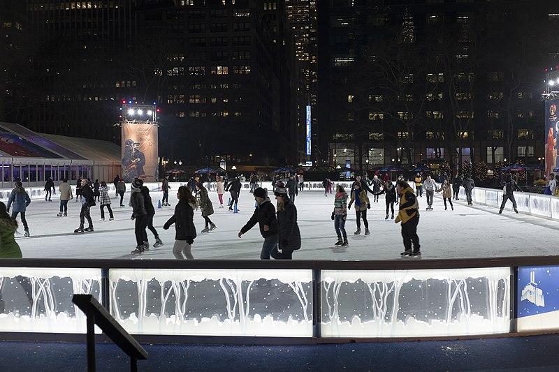 Patinação no gelo em Nova York em outubro